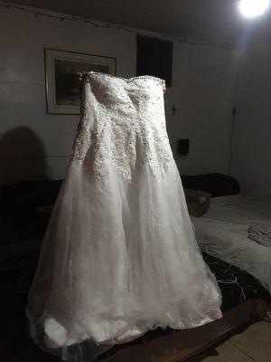 Plus size Wedding Dress strapless for Sale in Las Vegas, NV