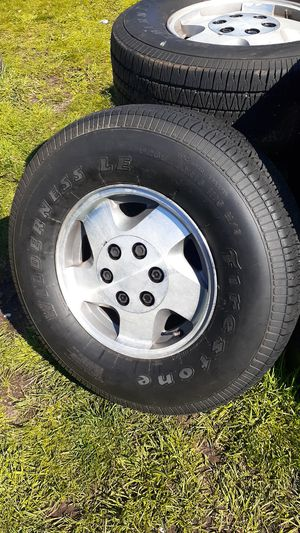 Photo Rines 16 inches de 6 hoyos bolt pattern 6x5.5 para Chevy Silverado o Tahoe o GMC con llantas 265/70/16 $160