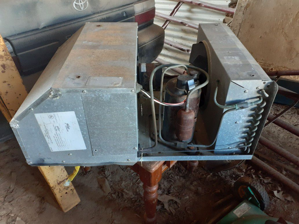 Photo AC and heat for a camper