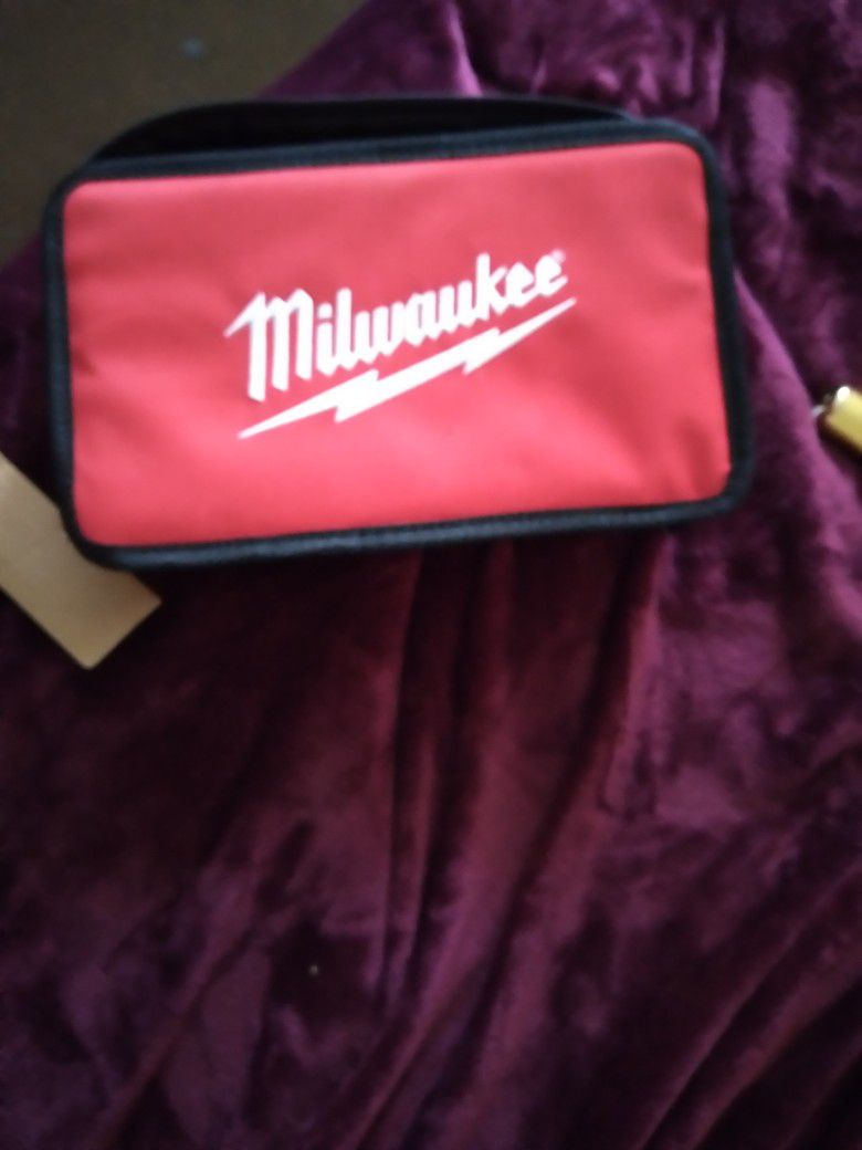 Milwaukee 12Volt Screwdriver Kit With 2 Batteries And Charger