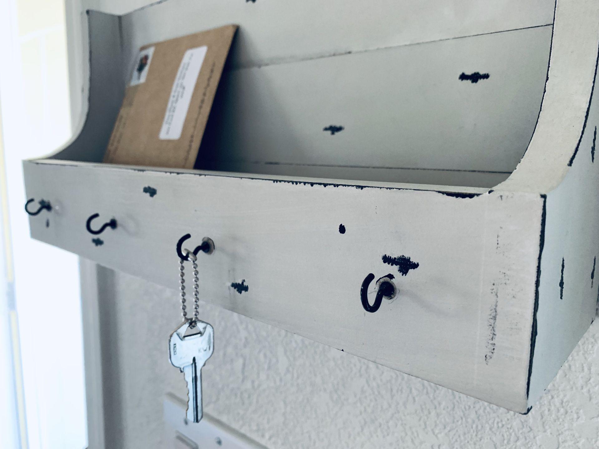 Key & Mail Organizer