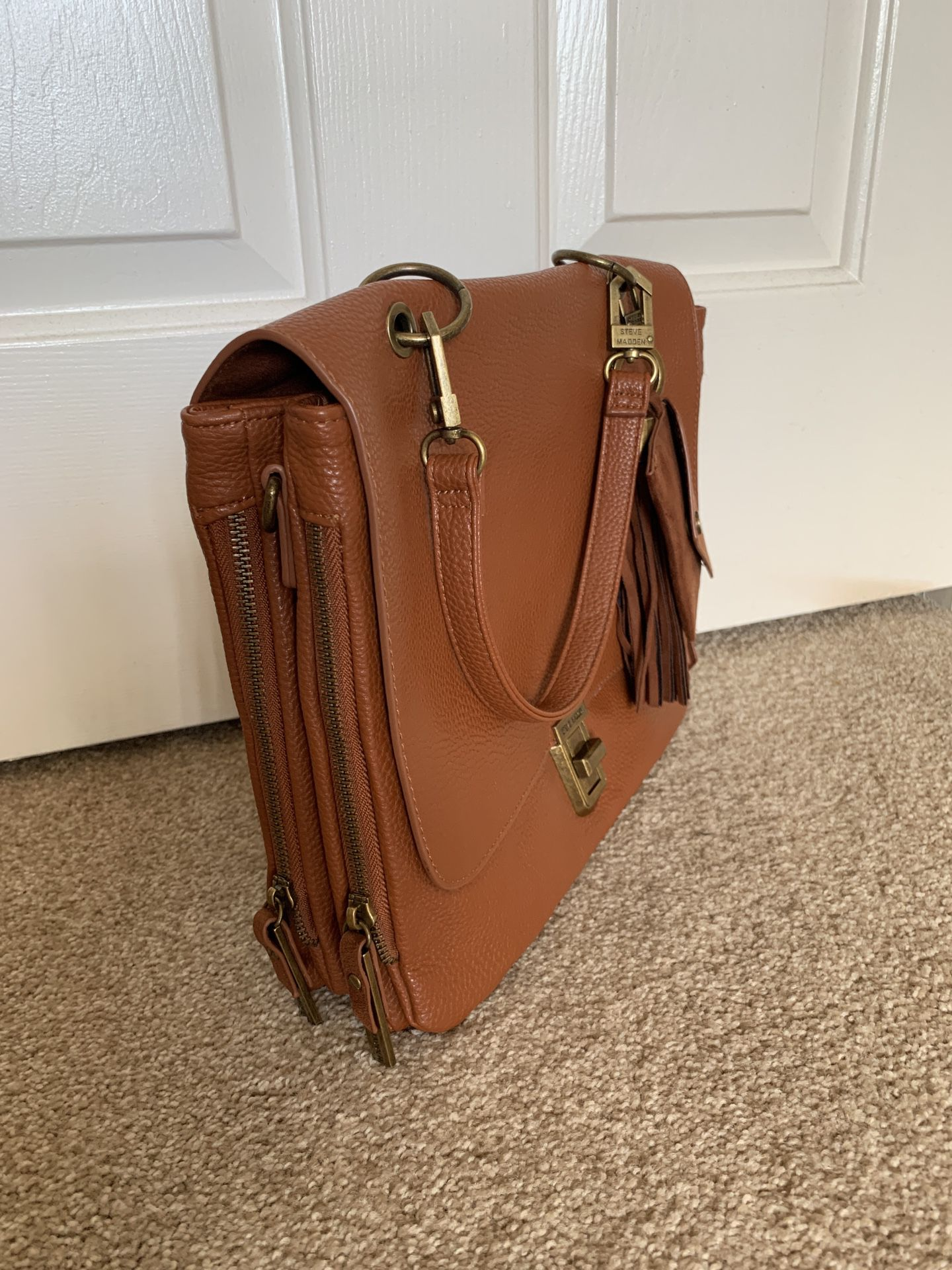 Steve Madden Handbag: messenger style, With Strap