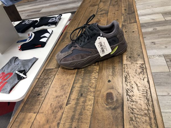 f93a12194 DS Yeezy 700 Mauve Sz 8 for Sale in Greensboro
