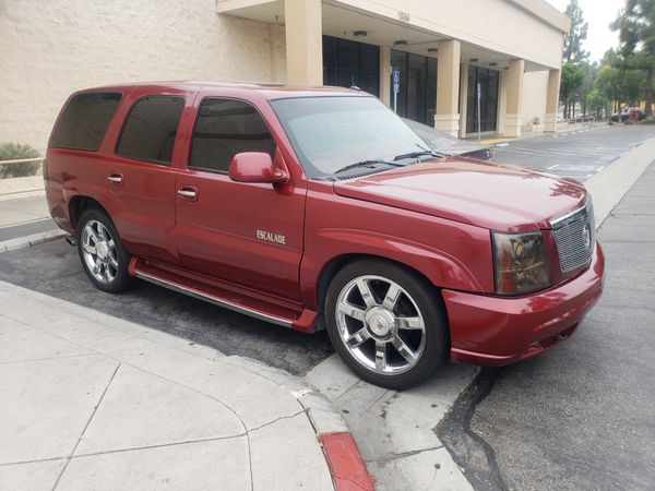 2002 Escalade runs good leather interior for Sale in Bloomington, CA -  OfferUp