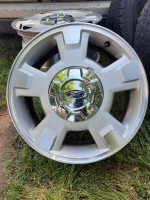 Photo 2011 Ford F150 ORIGINAL RIMS!! ALL 4 , 3 Good tires 255/65/R17 🔥🔥🔥Deal