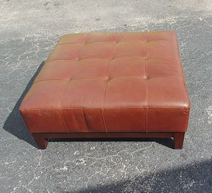 Nice big Ottoman for Sale in Oakland Park, FL