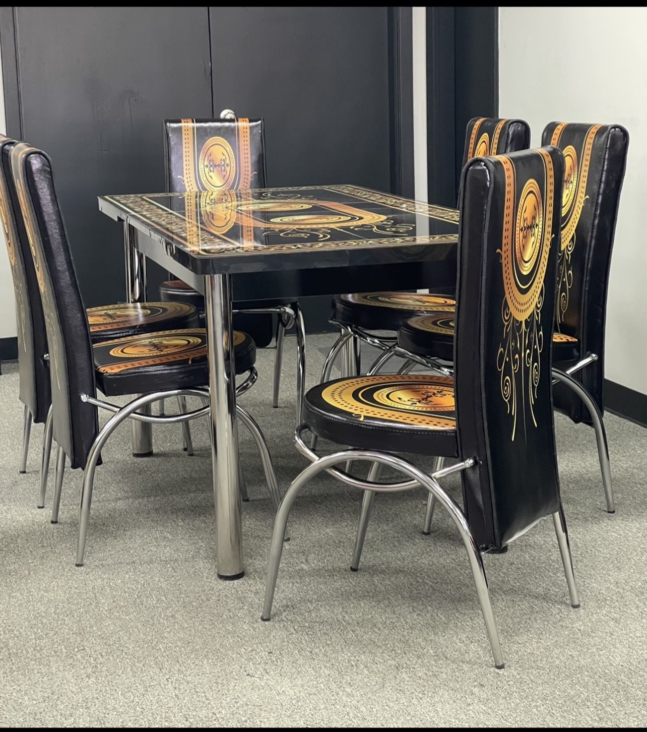 Dining Table With 6 chairs New On Box 📦..We Deliver 🚚