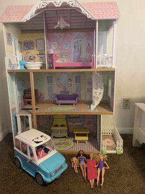 Photo Dollhouse, furniture, camper van and barbies