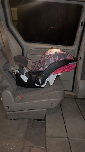 Car seat with no base evenflo for Sale in East Carondelet, IL