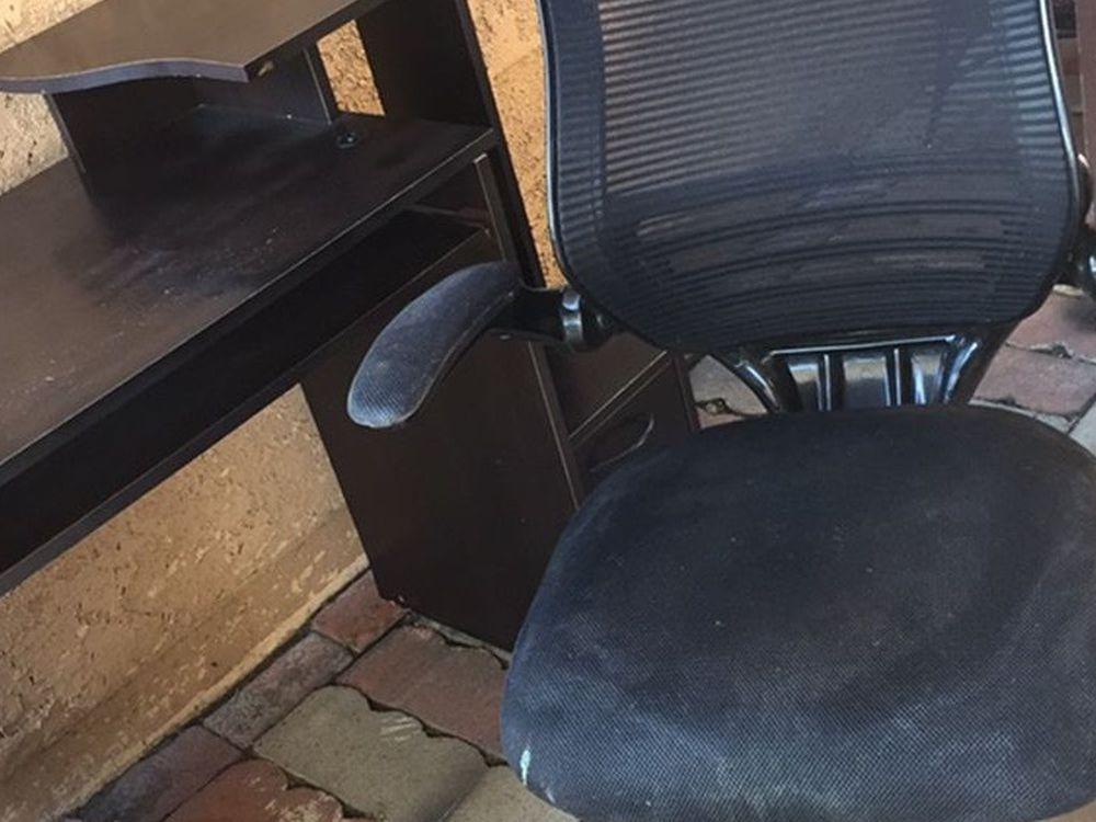 Desk / chair $30