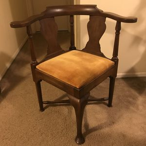 Vintage chair check out my other items on this page message me if you interested gaithersburg md 20877 for Sale in Gaithersburg, MD