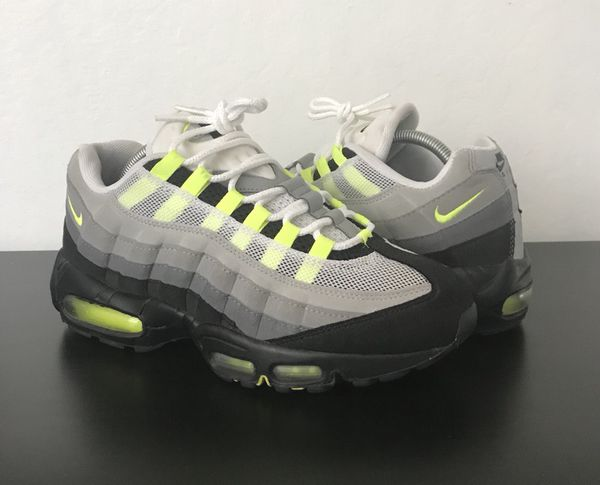 super populaire 816f6 9f4f1 Nike Air Max 95 Neon Green Size 9 for Sale in Daly City, CA - OfferUp