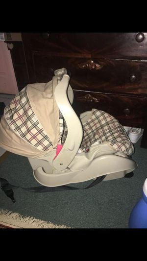 Graco car seat with base for Sale in Glen Allen, VA