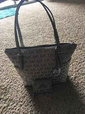 Mk purse with matching wallet for Sale in Manassas, VA