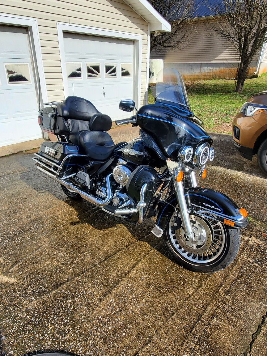 Photo 2010 Harley Davidson Ultra Classic Peace Officers Addition