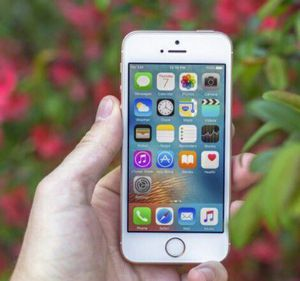 IPhoneSE Factory Unlocked + box and accessories + 30 day warranty for Sale in Washington, DC