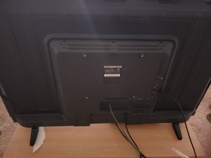 42 inch screen tv with xbox one and controllers for Sale in Hyattsville, MD