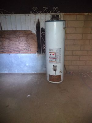 Water heater Rheem 40galons gas for Sale in Bloomington, CA