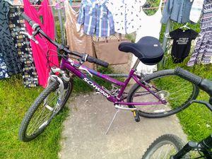 Photo Schwinn Sidewinder 21 speed mountain bike. 26 tires