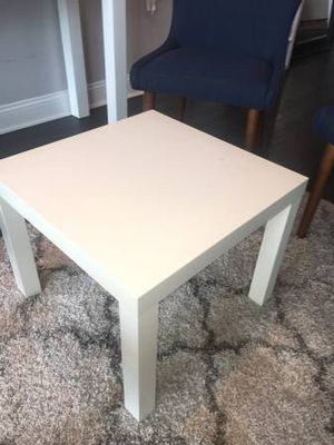 Glossy Side Table - almost new for Sale in Alexandria, VA