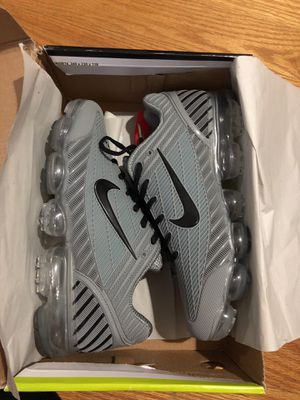 NIKE AIR VAPORMAX RUNNING SHOES MEN SIZE 10 for Sale in Queens, NY