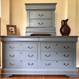 Dresser and nightstand for Sale in Gainesville, VA