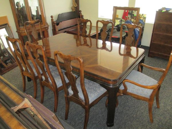 Gorgeous Drexel Heritage Dining Table With Three Leafs And Ten Chairs Delivery Available Furniture In Tacoma Wa Offerup