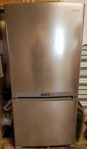 4 yr old Samsung Refrigerator/Freezer combo in great condition $400 must go asap moving for Sale in Appomattox, VA