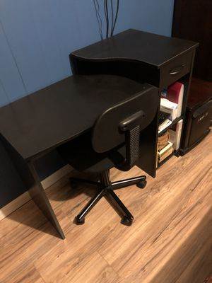 Desk and chair for Sale in Saxe, VA