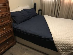 Queen Bed Mattress And Box Spring for Sale in Dale City, VA