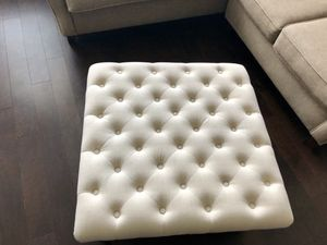 Off white living room piece for Sale in Columbus, OH