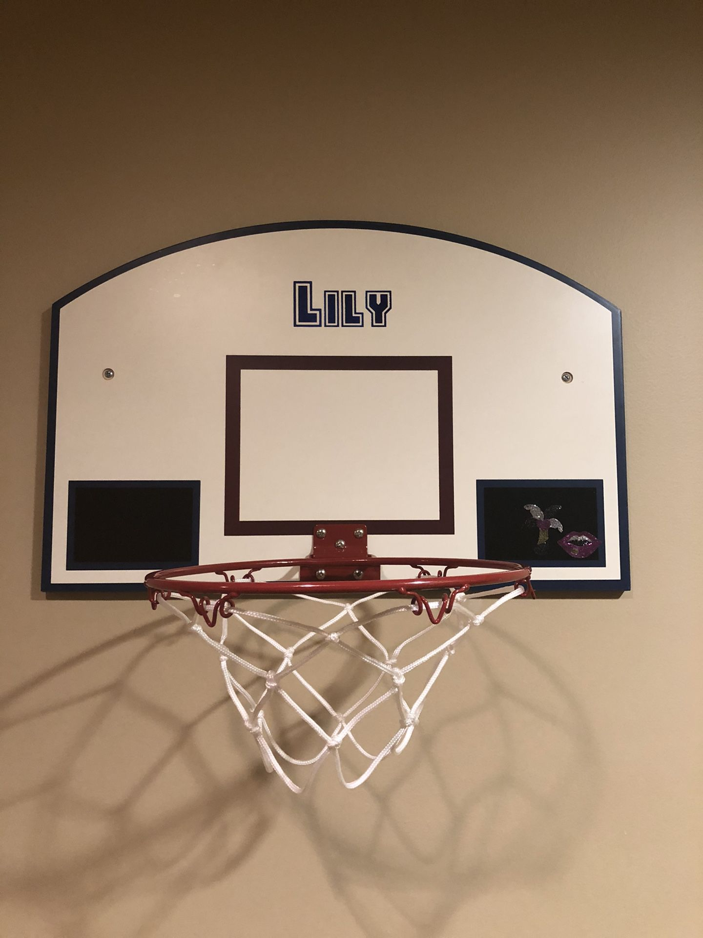 Hanging custom named basketball hoop
