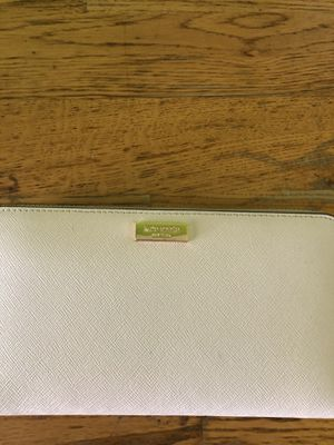 New authentic Kate spade wallet for Sale in Hialeah, FL