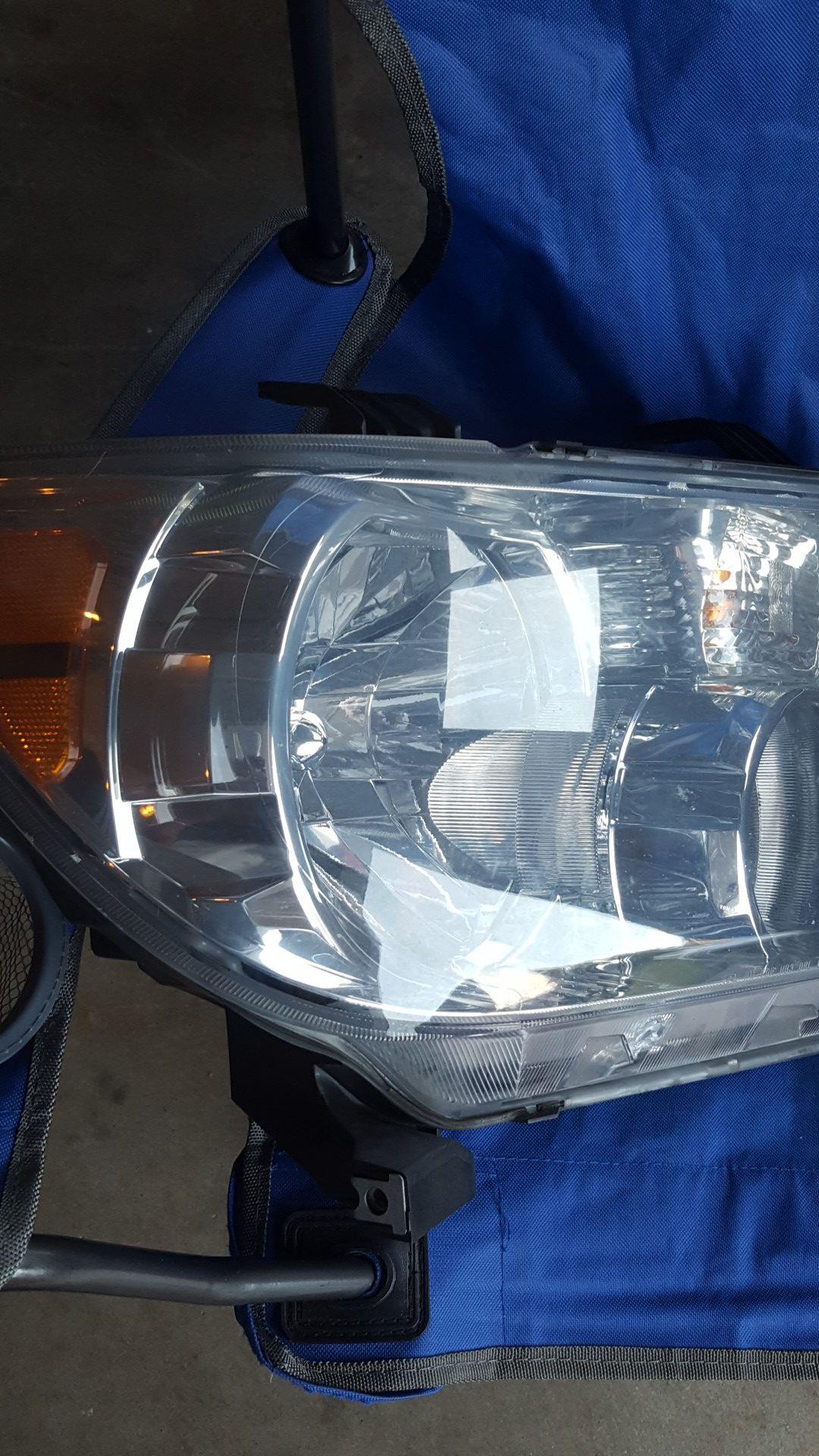 Toyota Tundra Headlamp
