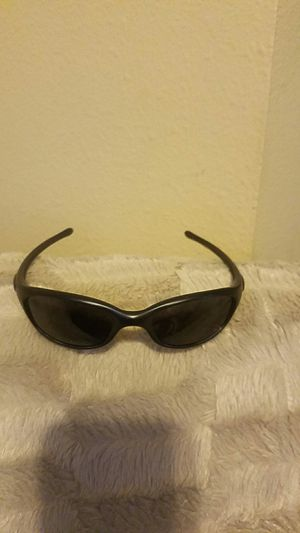 Oakley fives 2.0 polarized sunglasses and case for Sale in Scottsdale, AZ