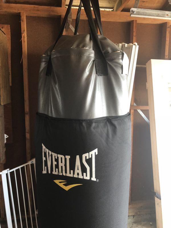 9c7f96e3057 Everlast 100 lb. Heavy Bag for Sale in Rainier