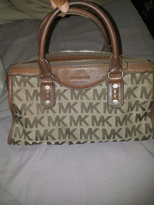 cf61d10a69a1 Michael Kors signature purse for Sale in Canyon Lake, CA - OfferUp