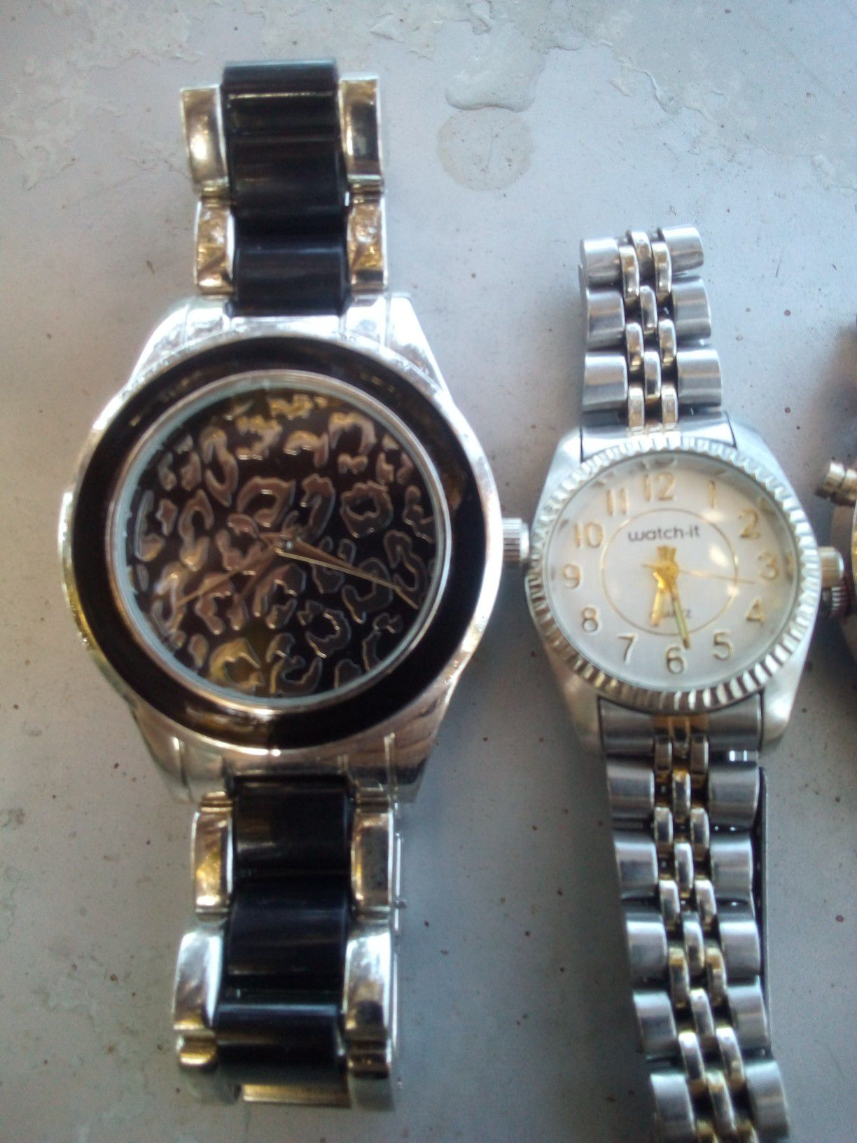 Nice watches need batteries works perfect