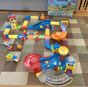 Photo VTech Go! Go! Smart Wheels Train Station & Garage Playsets with 4 Vehicles