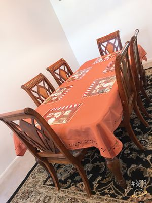 I am selling this dining table set with 6 chairs for Sale in Manassas, VA