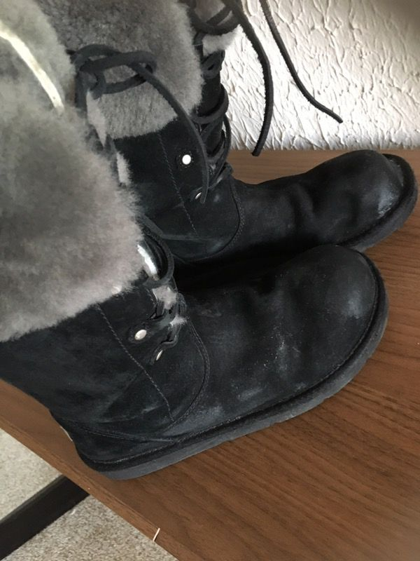 UGG boots! Tall back natural fur Size 8
