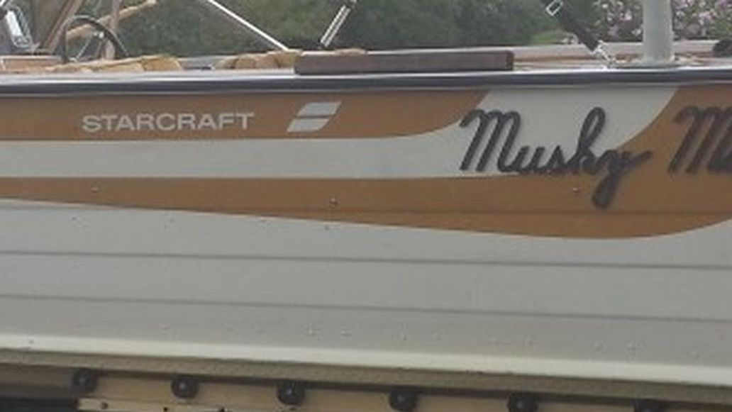 Photo Looking To Trade This Boat For A Enclosed Trailer Boat Is In Very Good Shape Enclosed Trailer Needs To Be At Least 14 Foot .Will Pay Up To 2000.00