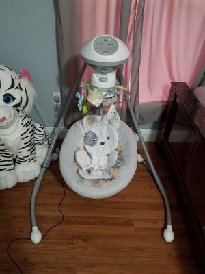 Fisher price baby swing for Sale in Orlando, FL