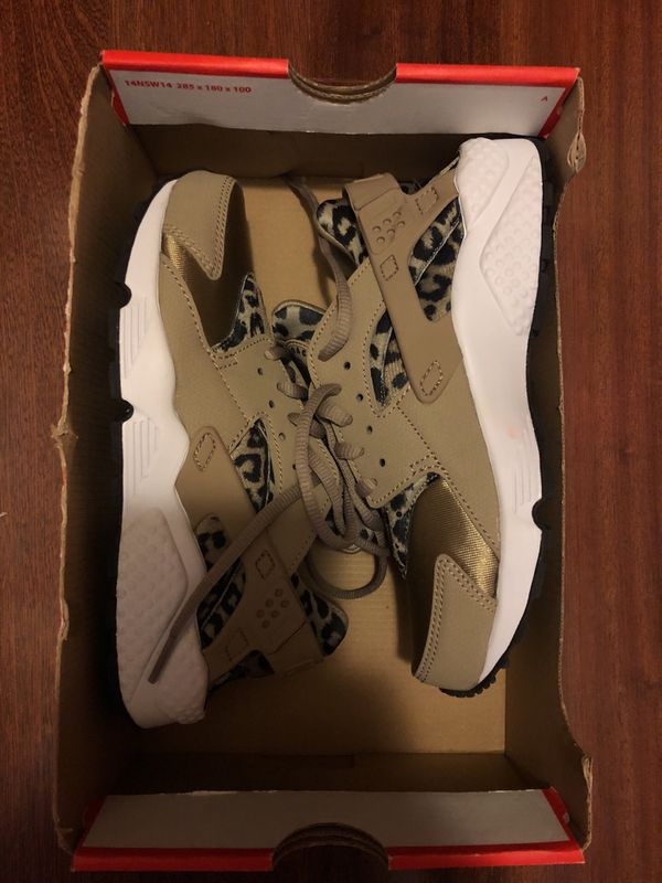 ff78b19e00f3a NIKE AIR HUARACHE RUN PRINT LEOPARD PRINT ANIMAL KHALI WOMENS SIZE 5.5  725076-200 for Sale in Las Vegas