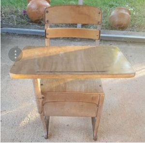 Mid-Century/Vintage Metal Elementary School Desk for Sale in Appomattox, VA