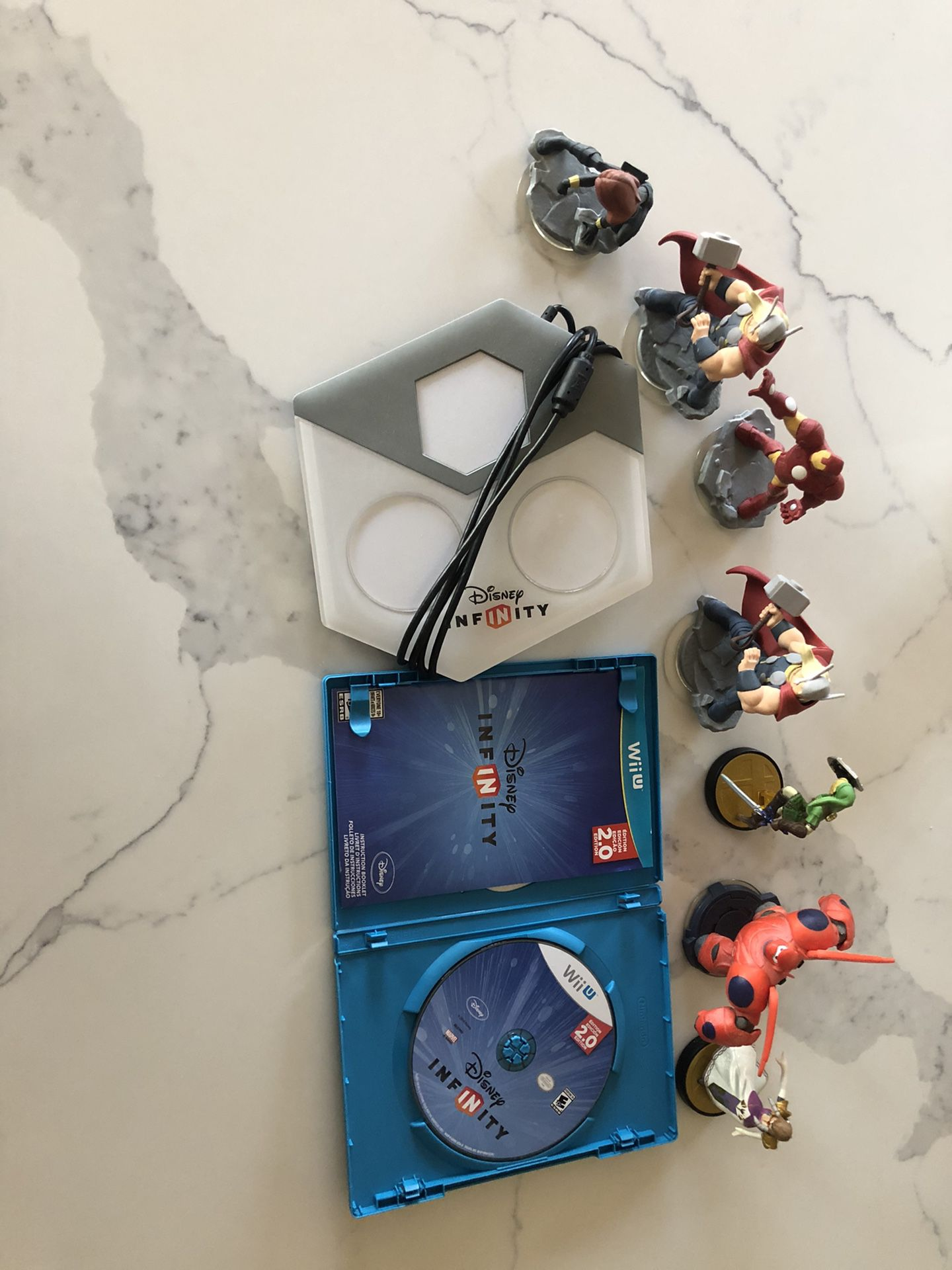 Wii U infinity game with pad and 7 figurines.