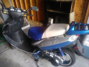Scooter kickstart or pushstart gas power. 150 series for Sale in Cleveland, OH