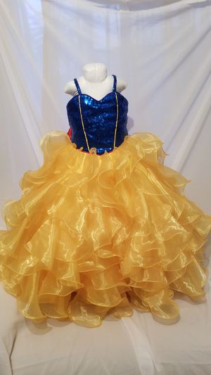 beautiful white snow dress for a girl from 3 to 4 years old for Sale in San Diego, CA