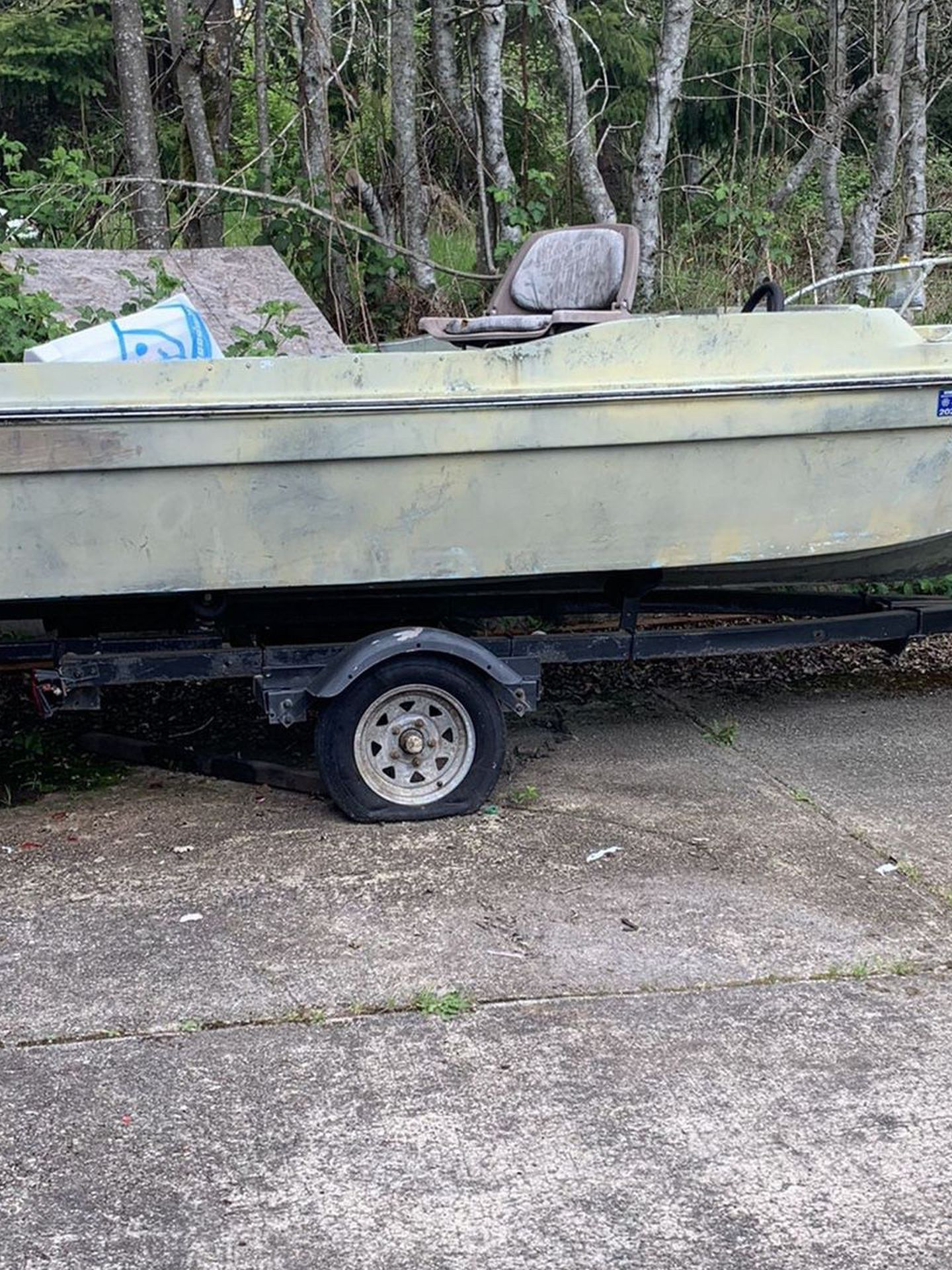 Photo FREE Boat 1516 Project . Has Title. Floats Needs Work