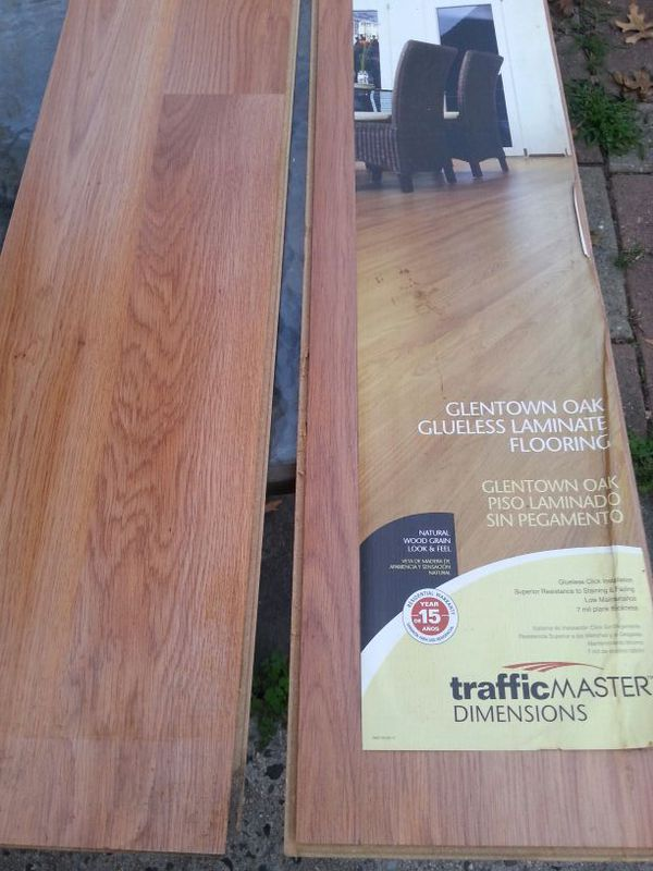 Traffic Master Glentown Oak 7mm Thick X 7 5 8 In Lenght Laminate Flooring 10 Pieces A Box I Have 12 Bo For Bronx Ny Offerup